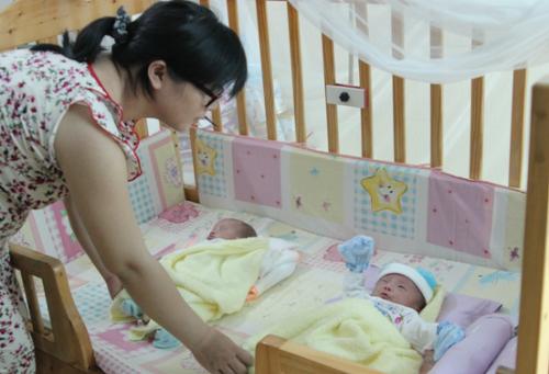 Sự chào đời của cặp song sinh đáng yêu An, Bình là một điều kỳ diệu. Ảnh: Lê Phương.
