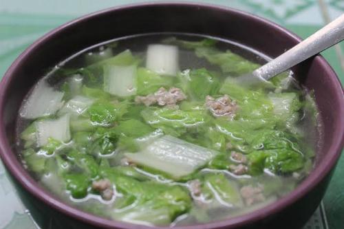 Món canh cải dún thịt bằm ngọt mát, dọn kèm với cơm nóng.