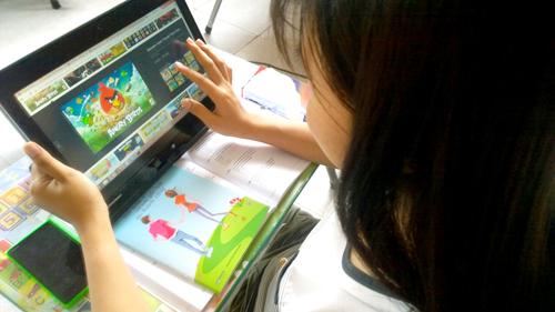 Trẻ tiểu học dùng máy tính bảng sẽ có hại nhiều mặt