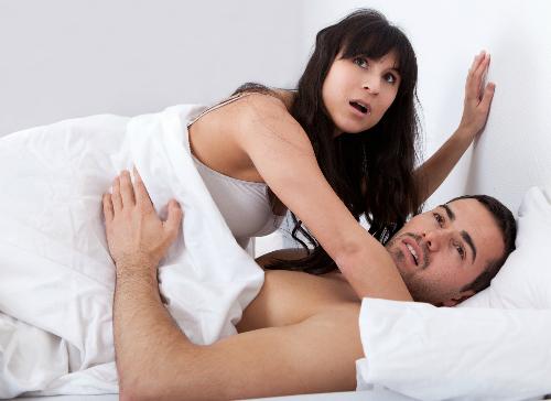 Chồng ngã vào vòng tay bạn thân của vợ