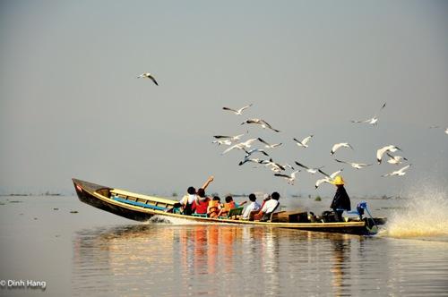 Hồ Inle (Myanmar) một sáng trong lành. Ảnh: