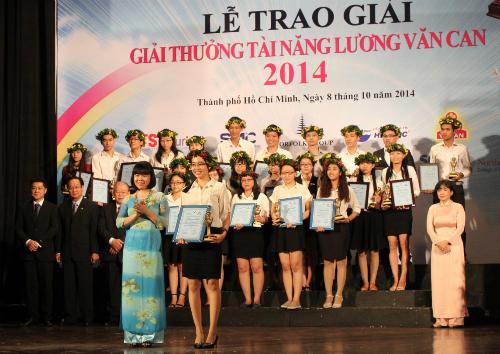 26 thí sinh được công nhận đạt giải thưởng tài năng Lương Văn Can 2014. Ảnh: Lê Phương.