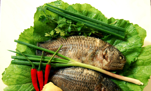 Đậm đà canh cải xanh nấu cá rô