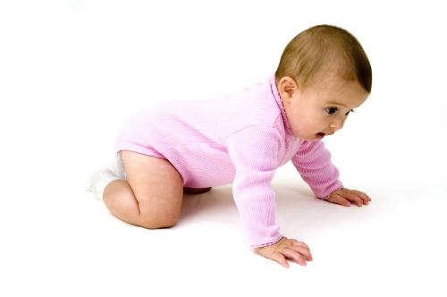 Bé gái 5 tháng cứng cáp nhưng nhẹ cân (6 kg)