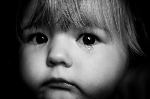 4 điều cha mẹ làm trẻ khóc thầm trong đêm