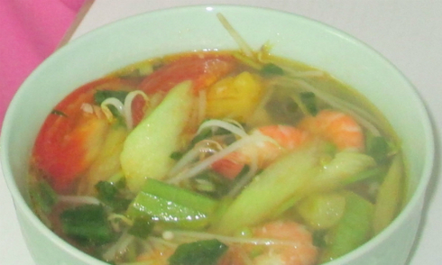 Đậm đà canh tôm nấu chua kiểu Nam Bộ
