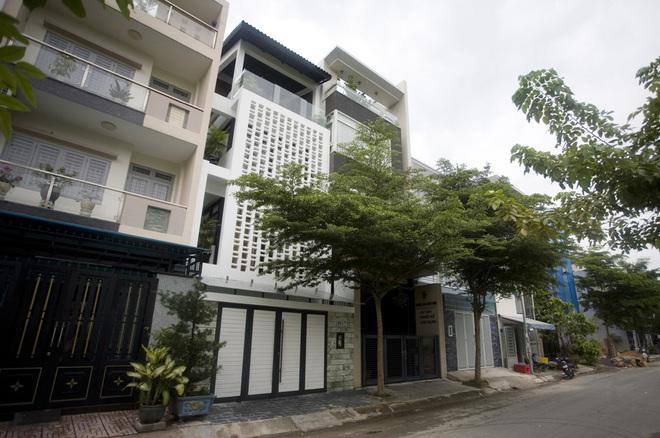 Nhà phố 60 m2 thoáng với thiết kế chống dòm ngó