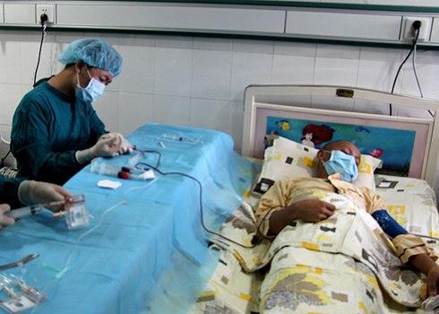 Ghép tế bào gốc tạo máu chữa ung thư máu tại Bệnh viện Truyền máu huyết học TP HCM. Ảnh: Bệnh viện cung cấp
