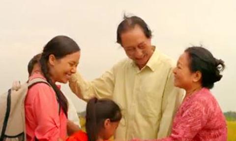 Tình cảm gia đình ấm áp qua đoạn phim Tết sum vầy
