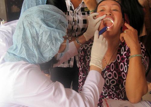 Các răng lệch lạc nên chỉnh hình, nếu mất răng cần trồng răng giả càng sớm càng tốt để phòng ngừa bệnh rối loạn thái dương hàm. Ảnh minh họa: Lê Phương.