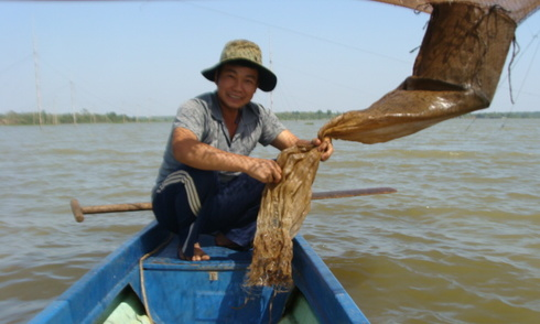Cuộc sống ngư phủ cất vó ở thượng nguồn sông Sài Gòn