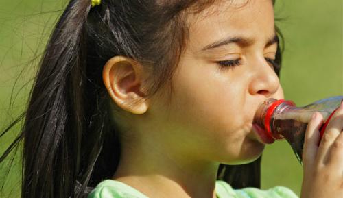 girl-child-drinking-soda-628x3-6110-7262