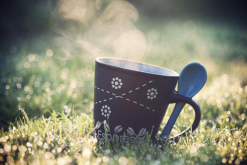 Uống cà phê hàng ngày sẽ giúp bạn giảm nguy cơ ung thư da. Ảnh: staticflickr