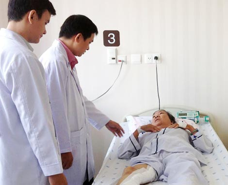 Bệnh nhân Ngọc Điệp đã được phẫu thuật , tình trạng hoại tử của ngón cái ngưng tiến triển, bàn chân và các ngón chân hồng hào do đã có máu nuôi dưỡng