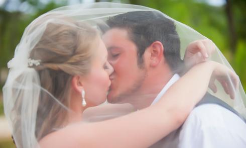 8 lý do để cưới một người đàn ông trẻ tuổi hơn