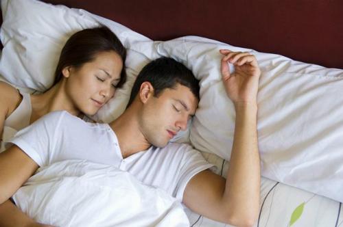 Người trưởng thành ngủ nhiều dễ chết hơn ngủ ít. Ảnh: Mirror.