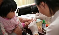 Lòng bàn tay nhợt - dấu hiệu bệnh thiếu máu ở trẻ nhỏ