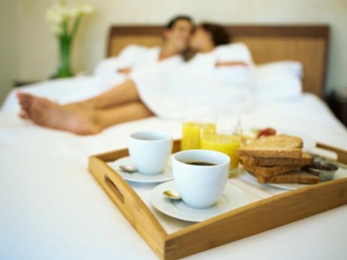 Những lợi ích sức khỏe ít ngờ của 'yêu' vào buổi sáng