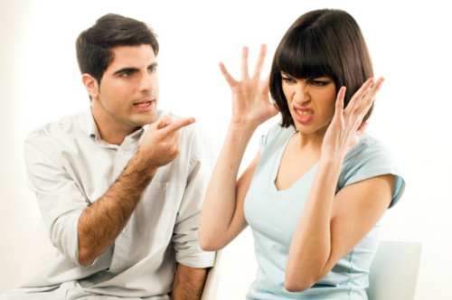 Couple-FingerPointing-Angry-1135-1430454