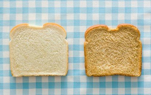 Nên thay thế bánh mì trắng, mì ống bằng ngũ cốc nguyên hạt để tăng lượng chất xơ. Ảnh: newsrt