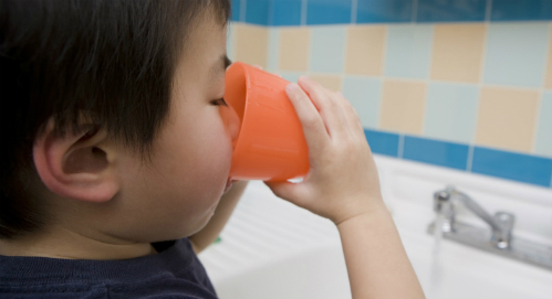 child-drinking-water1-3543-1431651365.jp