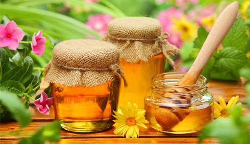 Mật ong mang lại nhiều lợi ích sức khỏe. Ảnh minh họa: artdeco.