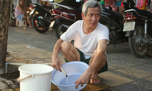 Người Hà Nội đối phó với nắng nóng