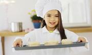 Bí quyết giúp bé làm quen với việc bếp núc