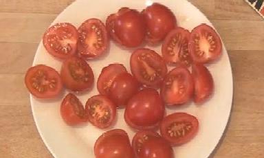 Mẹo cắt cà chua siêu nhanh