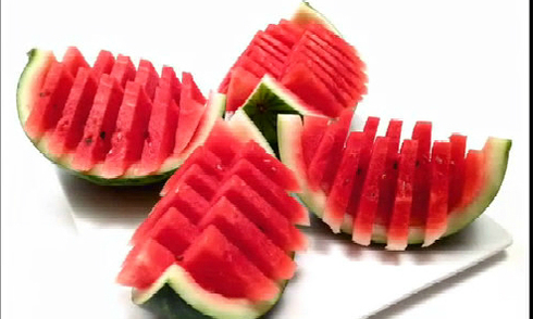 Cách bổ và bày trái cây nhanh gọn, đơn giản