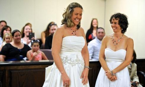 Nhiều đôi chính thức kết hôn nhờ luật hôn nhân đồng tính