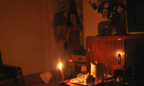 Nhiều gia đình nơm nớp nỗi lo Hà Nội mất điện về đêm