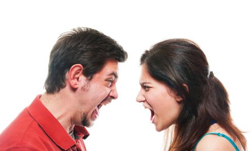 Chồng liên tục liên lạc với người yêu cũ