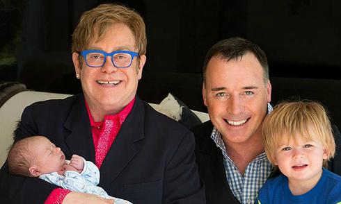 Mối tình hai thập kỷ của danh ca huyền thoại Elton John