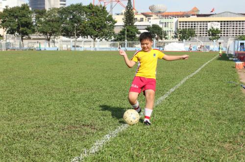 Theo Trung tâm Kiểm soát và Phòng ngừa Dịch bệnh Mỹ (CDC), bóng đá có nhiều lợi ích tích cực tới trẻ nhỏ. Mỗi năm, có gần 3 triệu trẻ em 6-14 tuổi được vui chơi và tiếp cận với môn thể thao này trên khắp nước Mỹ. Bóng đá không chỉ rèn luyện sức khỏe, phát triển chiều cao, tăng cường khối cơ xương linh hoạt, mà còn dạy trẻ nhiều bài học cuộc sống thú vị, kỹ năng làm việc nhóm, tinh thần cầu tiến và vượt khó.
