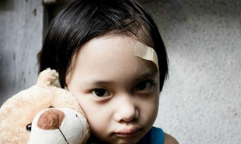 5 dấu hiệu trẻ bị bạo hành ở trường mầm non