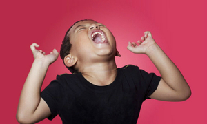 Bất lực trước con 4 tuổi ăn vạ ghê gớm