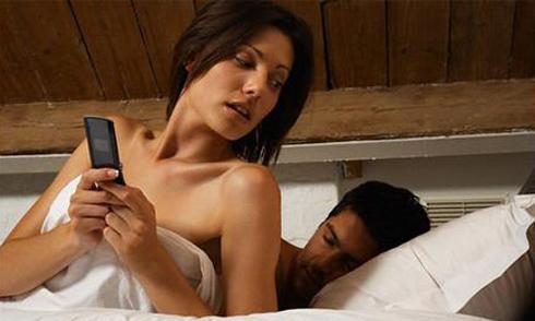 Lén ghi âm cuộc gọi, phát hiện vợ rủ trai lạ đi nhà nghỉ