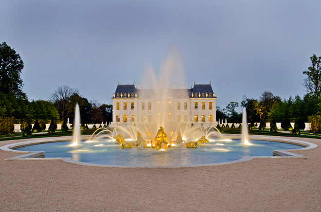 Biệt thự đắt nhất thế giới được dát 15.000 lá vàng