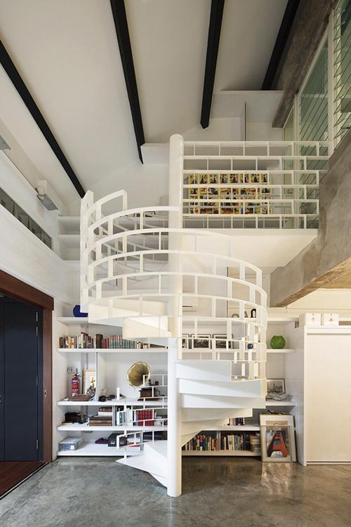 Một chiếc cầu thang xoắn ốc đủ làm nhà ấn tượng
