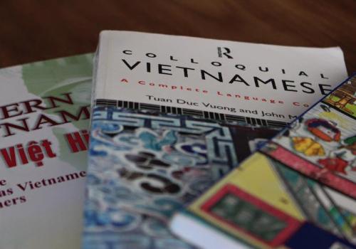 Chuyện chàng rể Tây gian nan nói tiếng Việt