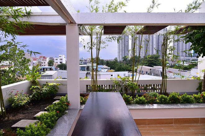 Biệt thự Sài Gòn với hồ cá, cầu khỉ trong nhà