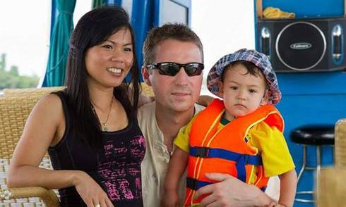 Chuyện tình của cô bé chạy bàn người Việt và anh chồng Hà Lan