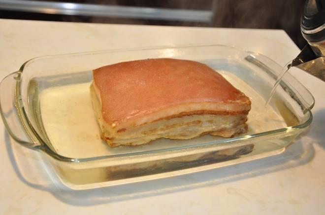 Món thịt quay giòn tan của cô gái Việt đạt giải đặc biệt từ ĐSQ Anh