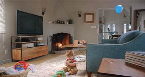 Tìm 11 điểm không an toàn có thể gây nguy hiểm cho bé trong bức ảnh này.