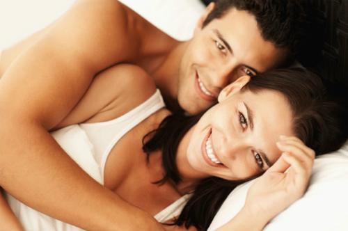 happy-couple-in-bed-5548-1462197546.jpg