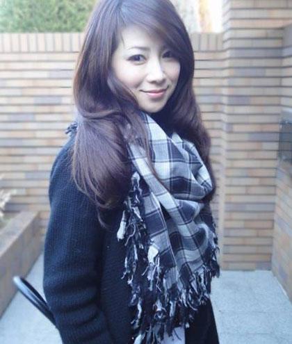 """Masako Mizutani, sinh năm 1968 tại Nhật Bản. Cô được biết đến như một biểu tượng sắc đẹp bởi vẻ ngoài trẻ trung, xinh đẹp. Bà mẹ 2 con này được mọi người phong tặng danh hiệu """"Người đẹp không tuổi."""