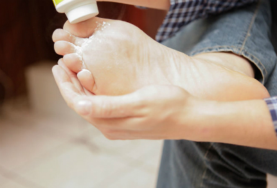 1 6305 1463481262 - Cách đơn giản khử mùi hôi chân khi đi giày