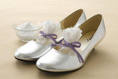 eliminate shoe odor 01 5839 1463481262 - Cách đơn giản khử mùi hôi chân khi đi giày
