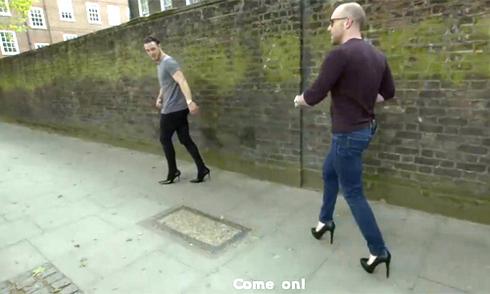 Một ngày đầy ải của đàn ông khi đi giày cao gót